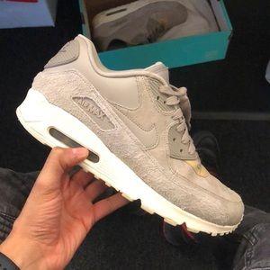 Women size 10 Nike air max 90
